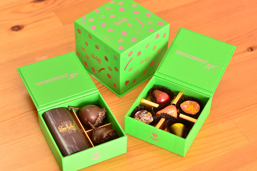 ベルギーチョコレートのピエール ルドンの2段式の箱拡大写真