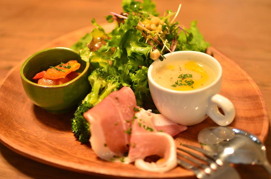 羽曳野市ベビーリーフの前菜サラダ